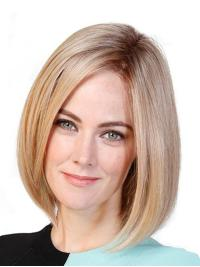 This wig is a classic soft bob that falls just above the shoulders.